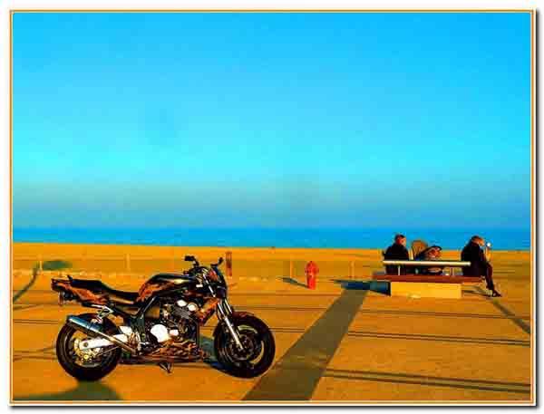 moto à Canet en Roussillon en hiver 3.jpg