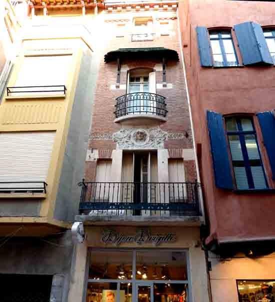 Façade décorée d'un mascaron - Vieux Perpignan - P1020250.jpg