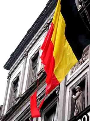 drapeau belge déchiré.jpg