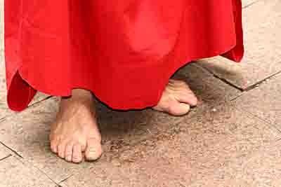 blog 4582-pieds nus rouge.jpg