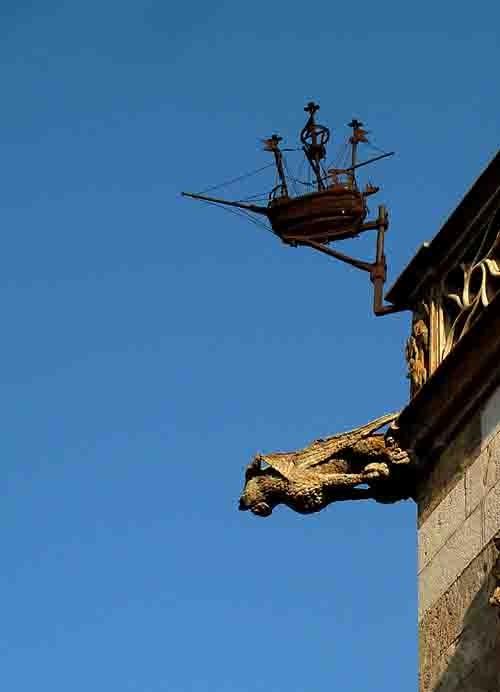 Gargouille - Hôtel de ville P1020259 détail.jpg