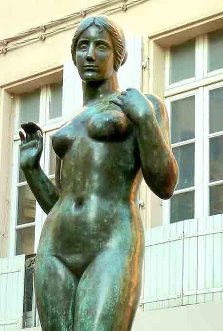 Maillol - jeune femme  - P1020258 de face.jpg