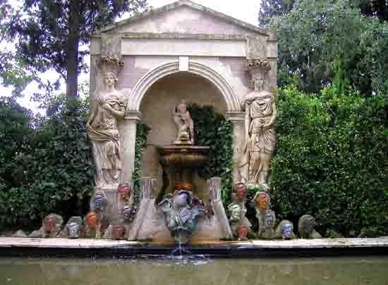 blog - Pubol - la fontaine Wagner - P6071108.jpg