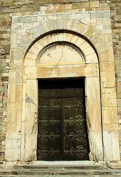 Elne - portail  Ste Julie  Ste Eulalie - 11ème  -  0865.jpg
