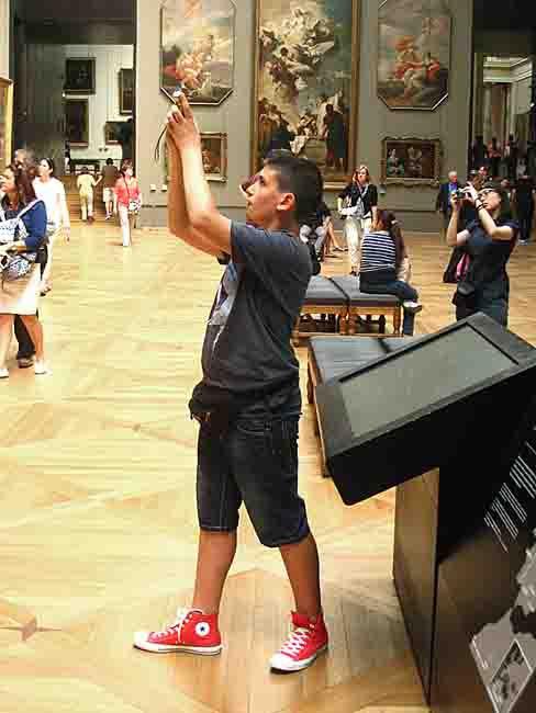 Paris_le Louvre-un touriste_2689.jpg