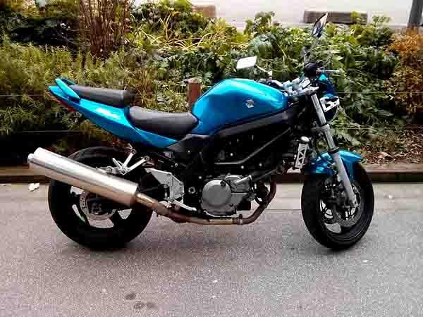 moto bleue.jpg