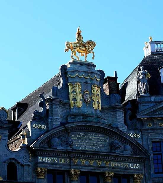 blog-statue de charles de Lorraine sur la maison des Brasseurs dite de l'Arbre d'or.jpg