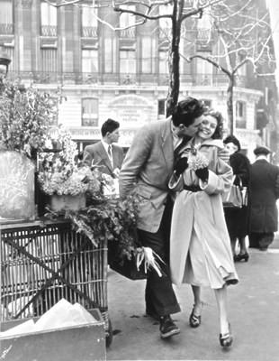 doisneau - amoureux à paris 1950.jpg