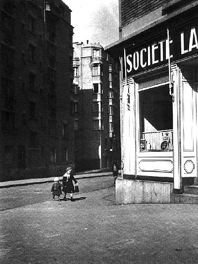 Doisneau -les petits enfants au lait - Gentilly 1932.jpg