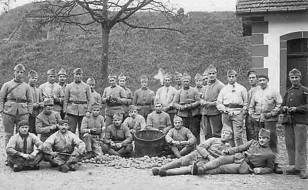 1918 - corvée de patates.jpg