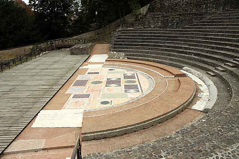Lyon_fourvière-la scène de l'odéon romain.jpg