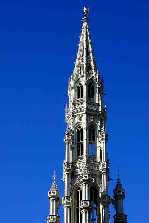blog-Bruxelles - Grand-Place- le clocher du beffroi.jpg