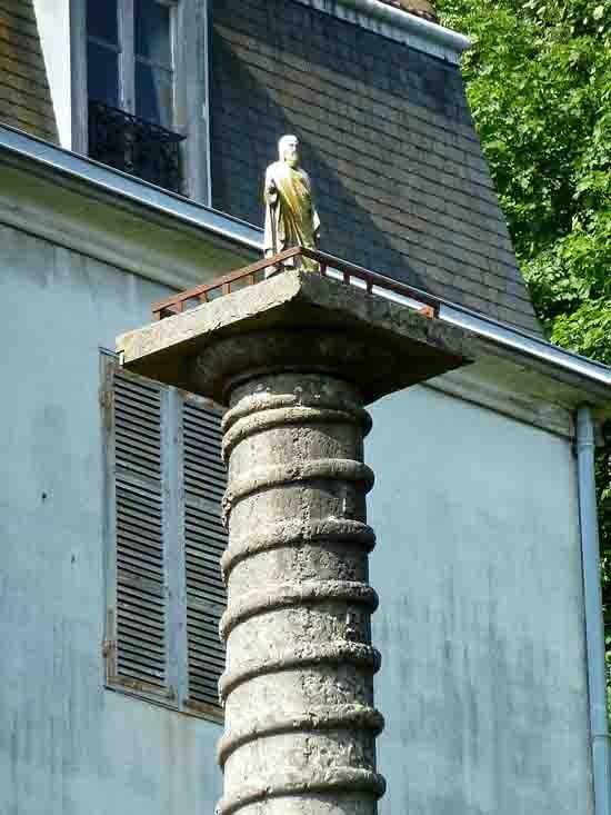 blog - Colonne et statue - 930.jpg