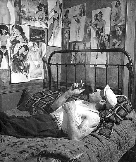 doisneau.- l'homme tatoué paris 1952.jpg