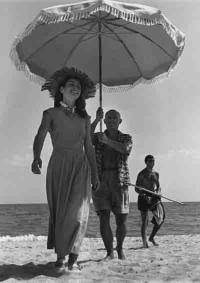 capa robert - françoise gilot et pablo picasso - cap d'antibes 1951.jpg