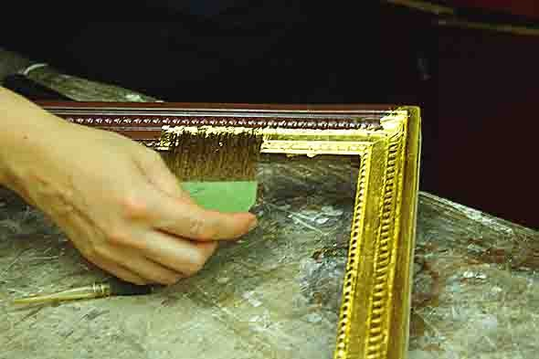 application de la feuille d'or au pinceau en poil d'écureuil - 9427.jpg