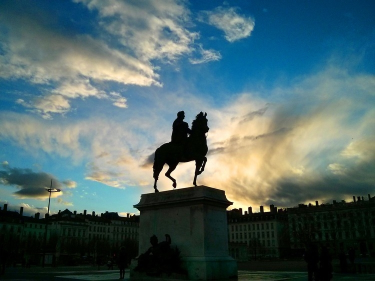 Lyon_place Bellecour_181331.jpg