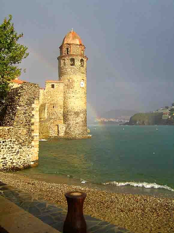 3209 - clocher de collioure et arc en ciel.jpg